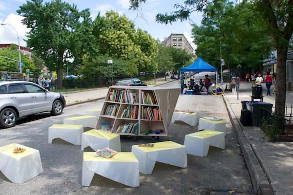 New Uni Cart brings books to West Harlem Play Street